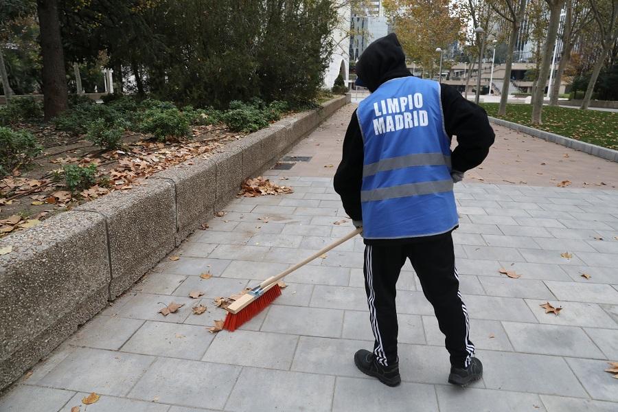 1.300 infractores conmutaron sus multas por labores de limpieza en Madrid en 2020