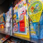 La cadena británica de supermercados Waitrose no venderá revistas infantiles que regalen juguetes de plástico desechables
