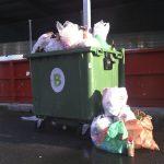 Greenpeace estima en 1.700 millones de euros el coste para los ayuntamientos de gestionar los residuos de envases que no se depositan en los contenedores amarillos