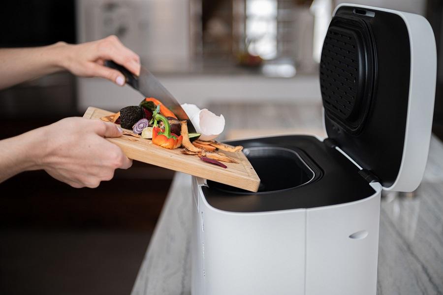 Un dispositivo doméstico de compostaje recicla los residuos en unas horas