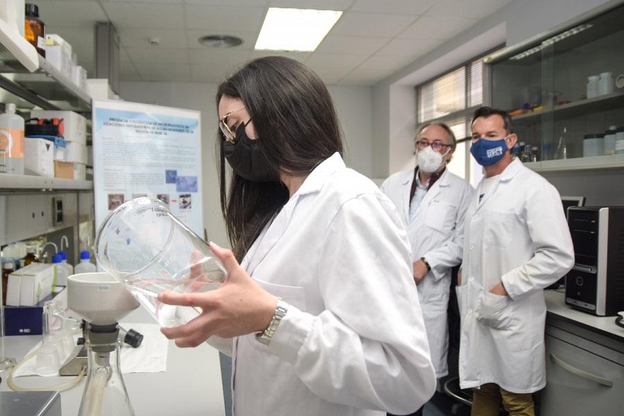 Las depuradoras pueden retener hasta el 90% de los microplásticos de las aguas residuales