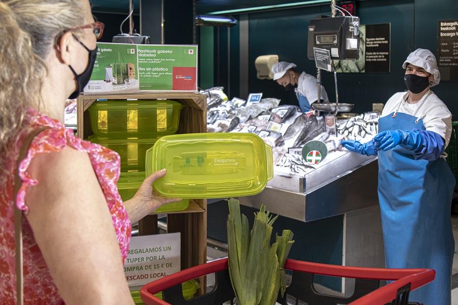 Eroski recibe el reconocimiento a su esfuerzo por reducir los plásticos