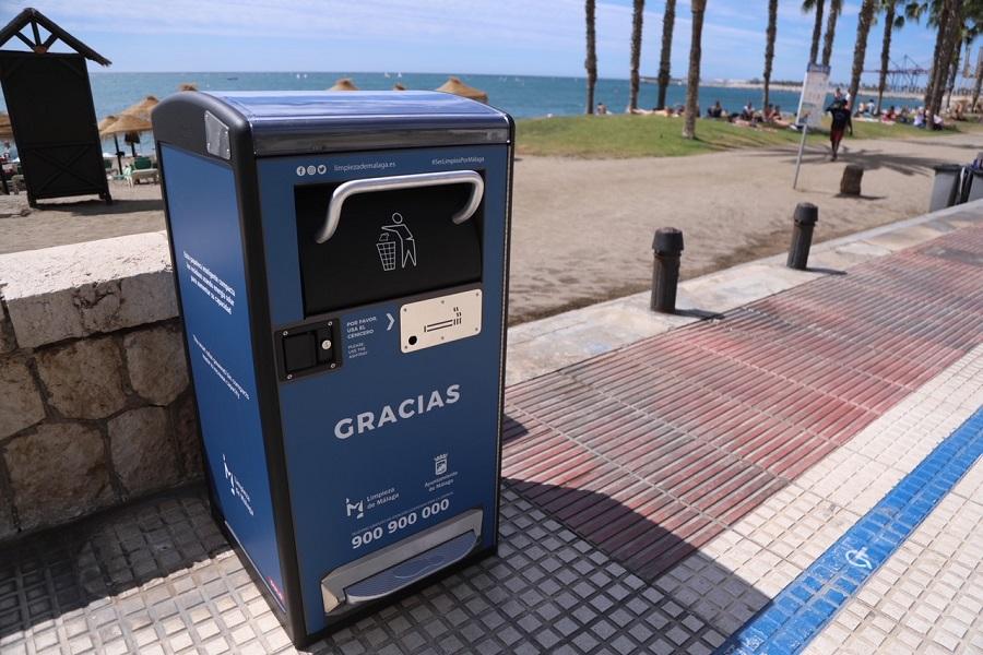 Nuevas papeleras compactadoras solares en Málaga