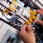 Schneider Electric dona 24.000 kg de material eléctrico y electrónico a través de AMBIPLACE para su reutilización por ONG y centros educativos