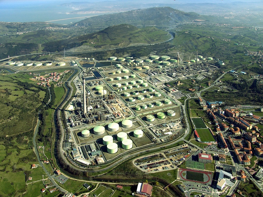 Petronor fabrica combustible para aviones a partir de residuos