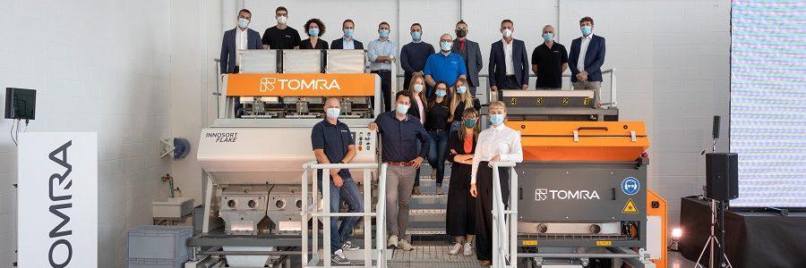 TOMRA abre en Italia un centro exclusivo de pruebas para escamas de plástico reciclado