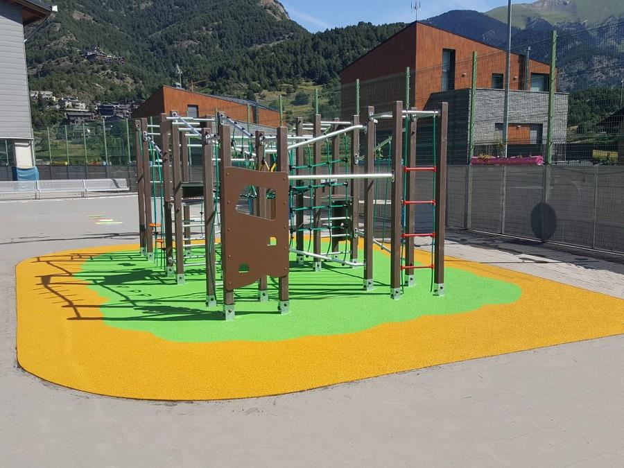 Jolas fabrica parques infantiles con plástico reciclado