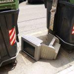 Cada europeo tira al cubo de la basura casi un kilo y medio de residuos electrónicos al año