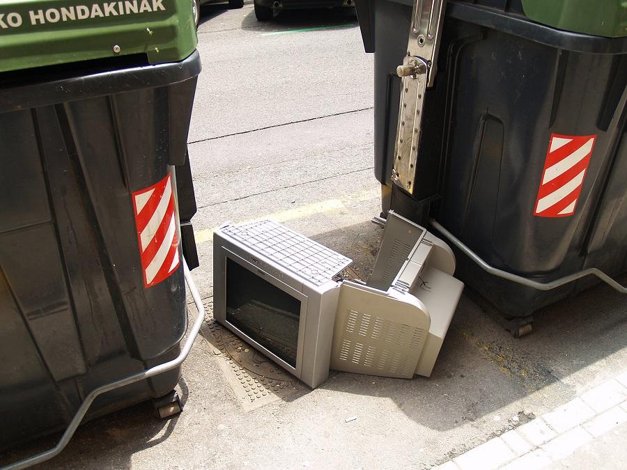 Aún tiramos demasiados residuos electrónicos al cubo de la basura