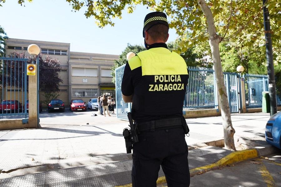 Una detenida por agredir a los agentes que le multaron por dejar la basura en la calle en Zaragoza