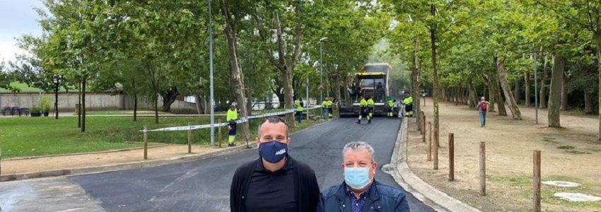 Banyoles asfalta una calle con 555 kilos de residuos plásticos reciclados